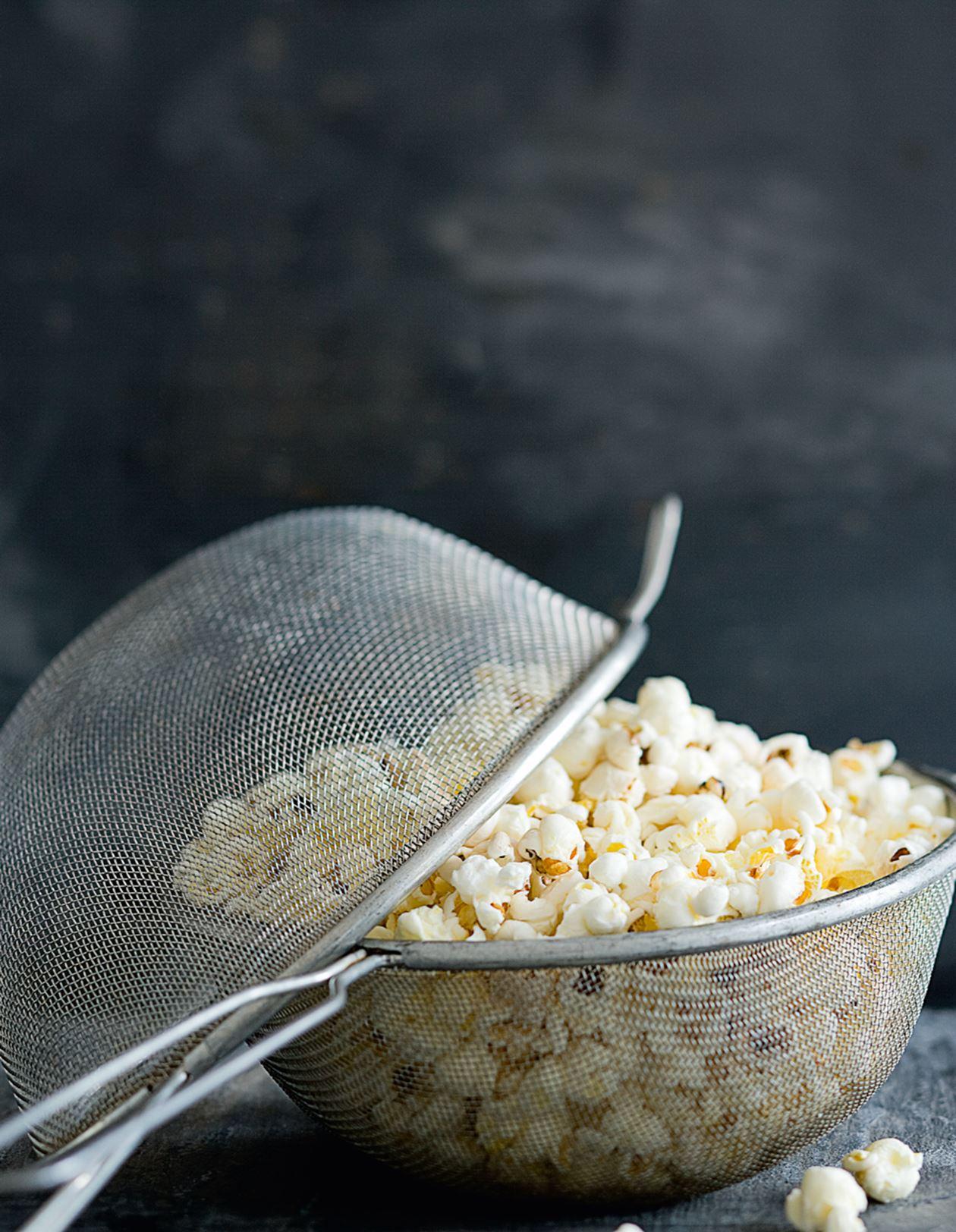 Hvordan Poppe Popcorn På Bålpanne